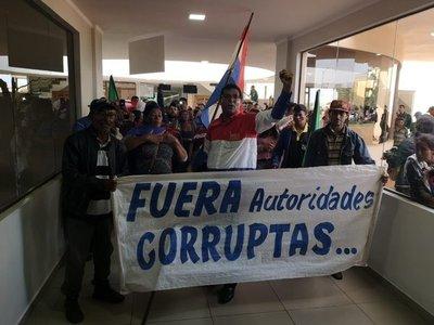 Sintechos toman la sede municipal de Pedro Juan Caballero