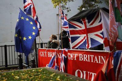 Londres y la UE cierran un acuerdo de Brexit sin garantías