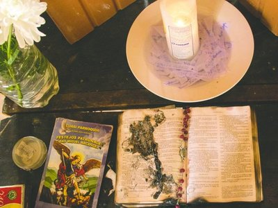 Tras las misteriosas llamas, ahora se prendió la BIBLIA