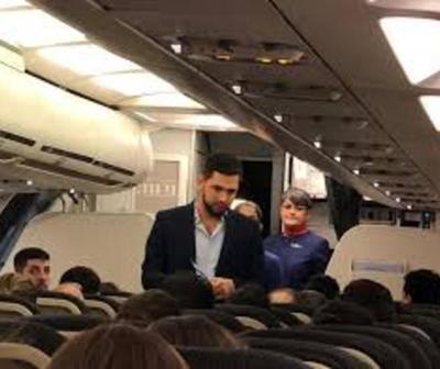 "Joselo fue ""escrachado"" en un avión"