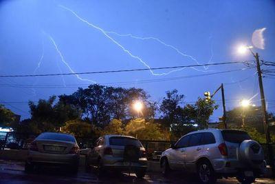 Viernes y fin de semana con lluvias y tormentas eléctricas
