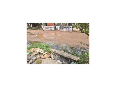Ambiente insalubre en barrio Santa María por cloaca abierta y baches