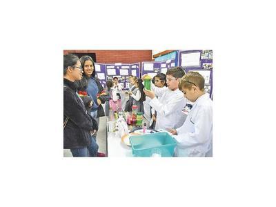 Alumnos investigaron sobre   tecnología, salud y ambiente
