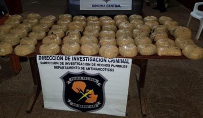 Cae diplomático suspendido con casi 30 kilos de marihuana