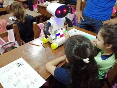 """""""Kachibot"""" enseña guaraní a los peques"""