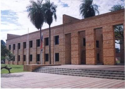 Estudiante denunció por acoso a docente de Derecho UNA