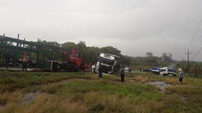 Colisión de camiones en Caacupé