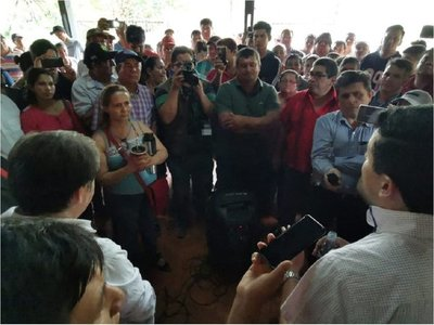 Protesta de campesinos al asumir nuevo director regional del Indert
