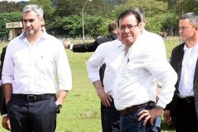 """HOY / """"Caiga quien caiga"""" menos Cuevas y los amigos, critican a Abdo: """"Blanquea al ladrón"""""""