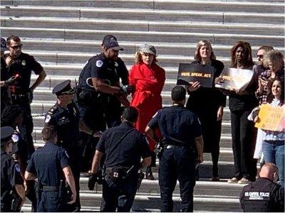 Jane Fonda, detenida por segunda vez durante protesta contra crisis climática