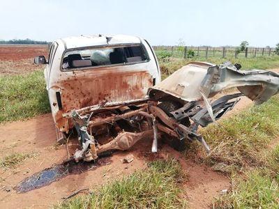 Horqueta: destrozan con explosivos una camioneta en estancia
