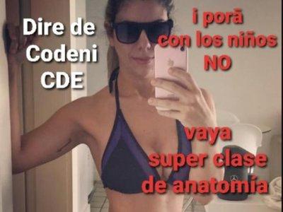 Polémica por directora de Codeni que posó en bikini