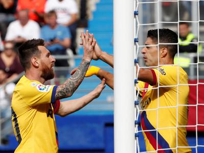 Barcelona golea a Eibar y escala a la cima