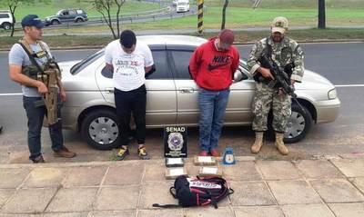 Ex convictos caen con 4 kilos de cocaína en la vereda de la Conmebol •
