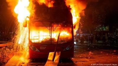 Estallido social, saqueos y vandalismo: Chile despliega militares para controlar violentos disturbios. Ya suman tres muertos