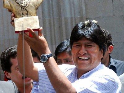Bolivianos comienzan a votar para elegir presidente y renovar su Parlamento
