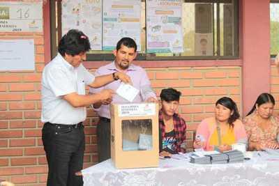 Evo Morales sufraga y convoca a bolivianos a participar de fiesta democrática