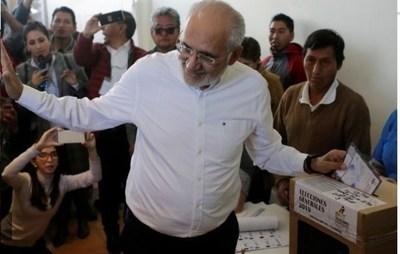 """Elecciones en Bolivia: votó Carlos Mesa y ratificó su desconfianza al tribunal electoral: """"Es un brazo operativo del gobierno"""""""