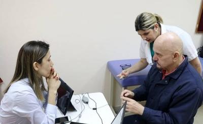 HOY / De joven sufrió la pérdida progresiva de la audición y la recuperó a través de dispositivo coclear