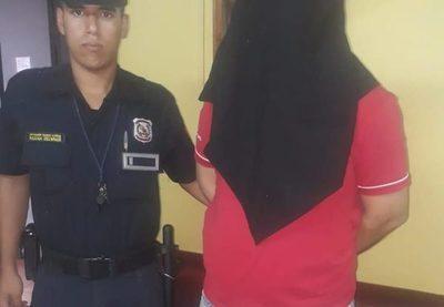 Detienen a empleado infiel tras intentar robar perfumes
