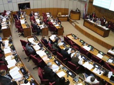Con ley pretenden suspender a los abogados por no pagar cuota anual