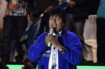 """Evo Morales celebra """"un triunfo más"""" y asegura conservar mayoría parlamentaria"""