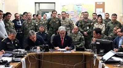 Diez muertos, 1.700 detenidos y extensión del toque de queda en Chile