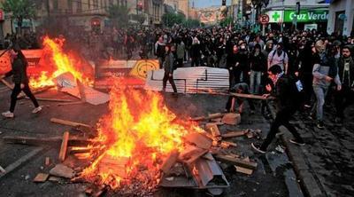 Asaltos, saqueos e incendios: Disturbios abarcan todo Chile