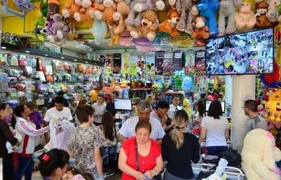 Economista estima una recuperación en los niveles de consumo el próximo año