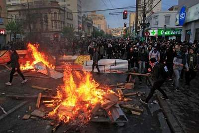 Protestas en Chile: ocho muertos, miles de detenidos y toque de queda