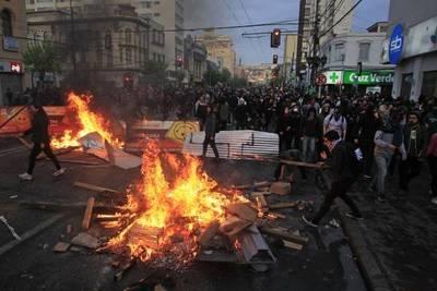 Crisis en Chile va más allá de la lucha de partidos políticos, según periodista