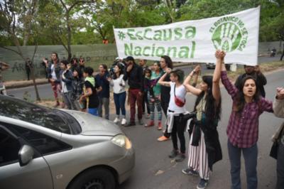 Incidentes entre policías y activistas en el Jardín Botánico
