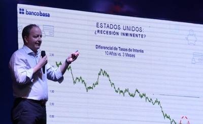 """HOY / Crecimiento """"anémico"""" de la economía y el 2020 bajo lupa, según experto"""
