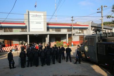 Denuncian ingreso ilegal de guardias de empresa privada a Tacumbú
