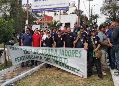 El Gobierno logra desactivar huelga de guardiacárceles
