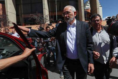 Se inicia conteo oficial en Bolivia con mínima ventaja para opositor