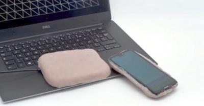 Crean una carcaza para  celular con piel humana