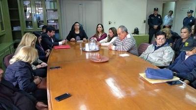 Funcionarios del Registro Civil van a huelga por 30 días