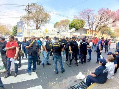 Guardiacárceles en pie de guerra por amparo para desactivar huelga