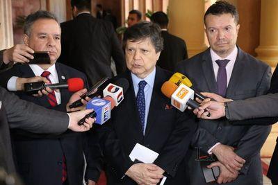 Ministro no quiere que policías ingresen a las cárceles