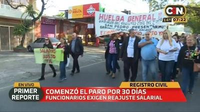 Funcionarios del Registro Civil inician huelga de 30 días