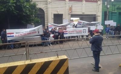 """""""Colectividad coreana"""" de paraguayos se movilizó a favor de Choi"""