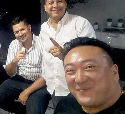 Martin Choi arrea a personas para una manifestación en su defensa