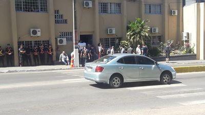 Impiden que ediles traten pedido de intervención de la Municipalidad de Lambaré