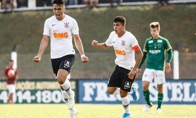Sandoval extiende contrato con Corinthians