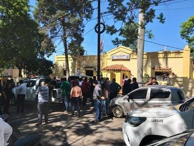 Tensión en Lambaré: Concejales buscan lugar para sesionar