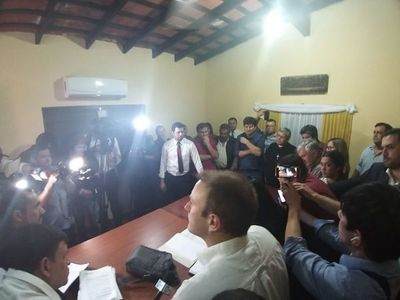 Concejales de Lambaré sesionan en comedor de comisaría