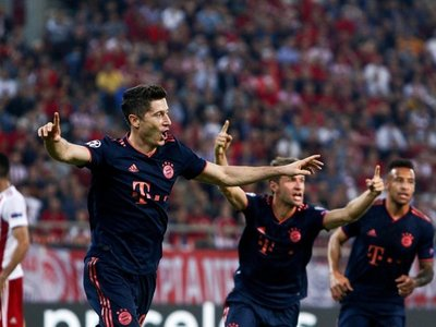El Bayern gana con doblete de Lewandowski