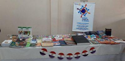 Rotarios de San Lorenzo donaron libros al Centro Educativo de Itaugua