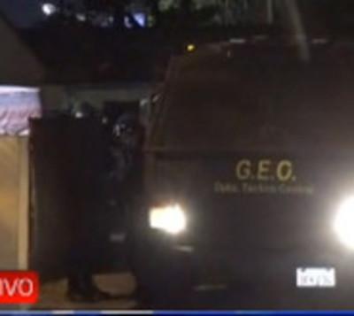 Concejales de Lambaré dejaron comisaría con camión antidisturbios